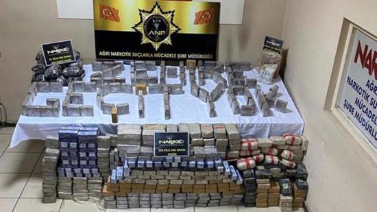 ضبط 358 كيلو مخدرات في شاحنة قش