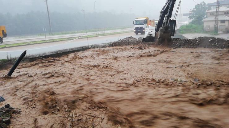 فيضانات في ولاية ريزا التركية تخلف خسائر مادية وبشرية - وكالة نيو ترك بوست  الاخبارية